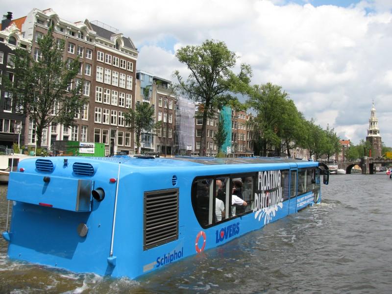 schuttevaer waterbus amsterdam met een plons de grachten in actueel. Black Bedroom Furniture Sets. Home Design Ideas