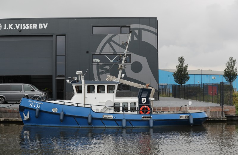 De voormalige sleepboot als HA-32 in Harlingen. (Foto Bram Pronk)