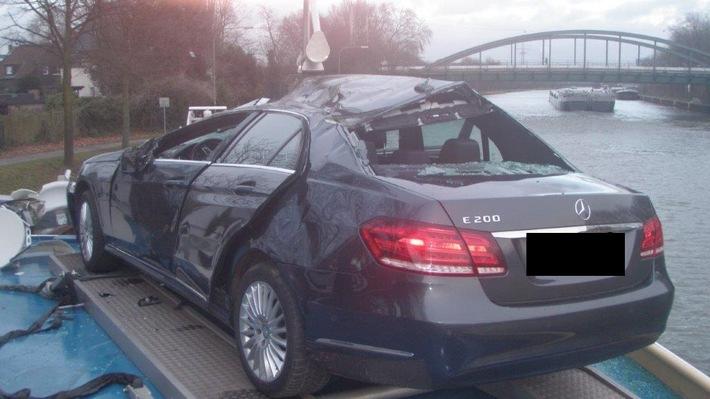 Schipper plet zijn Mercedes tegen brug in Oberhausen