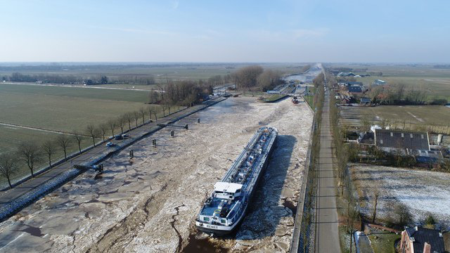 Schepen vast in ijs op IJsselmeer (Storify)