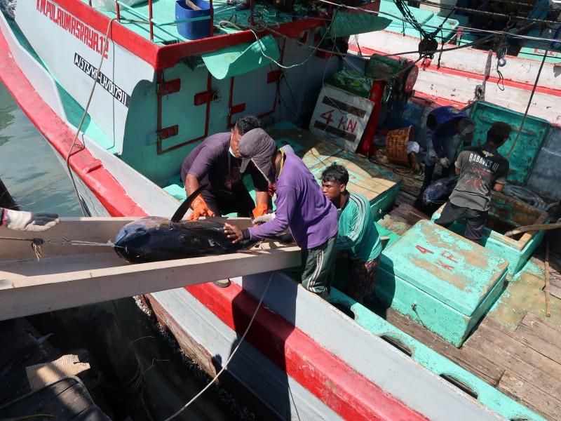 Ver van huis en lange reizen: Indonesische visser droomt van Hollandse trawler