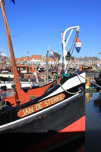 'Schoorsteen stoomsleepboot Jan de Sterke moet blijven roken'