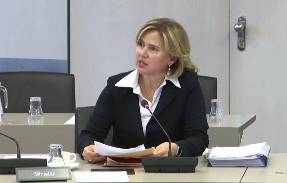 Cora van Nieuwenhuizen meldt zich als opvolger van Mark Rutte. (Screenshot uit het Algemeen Overleg Maritiem op 29 mei)