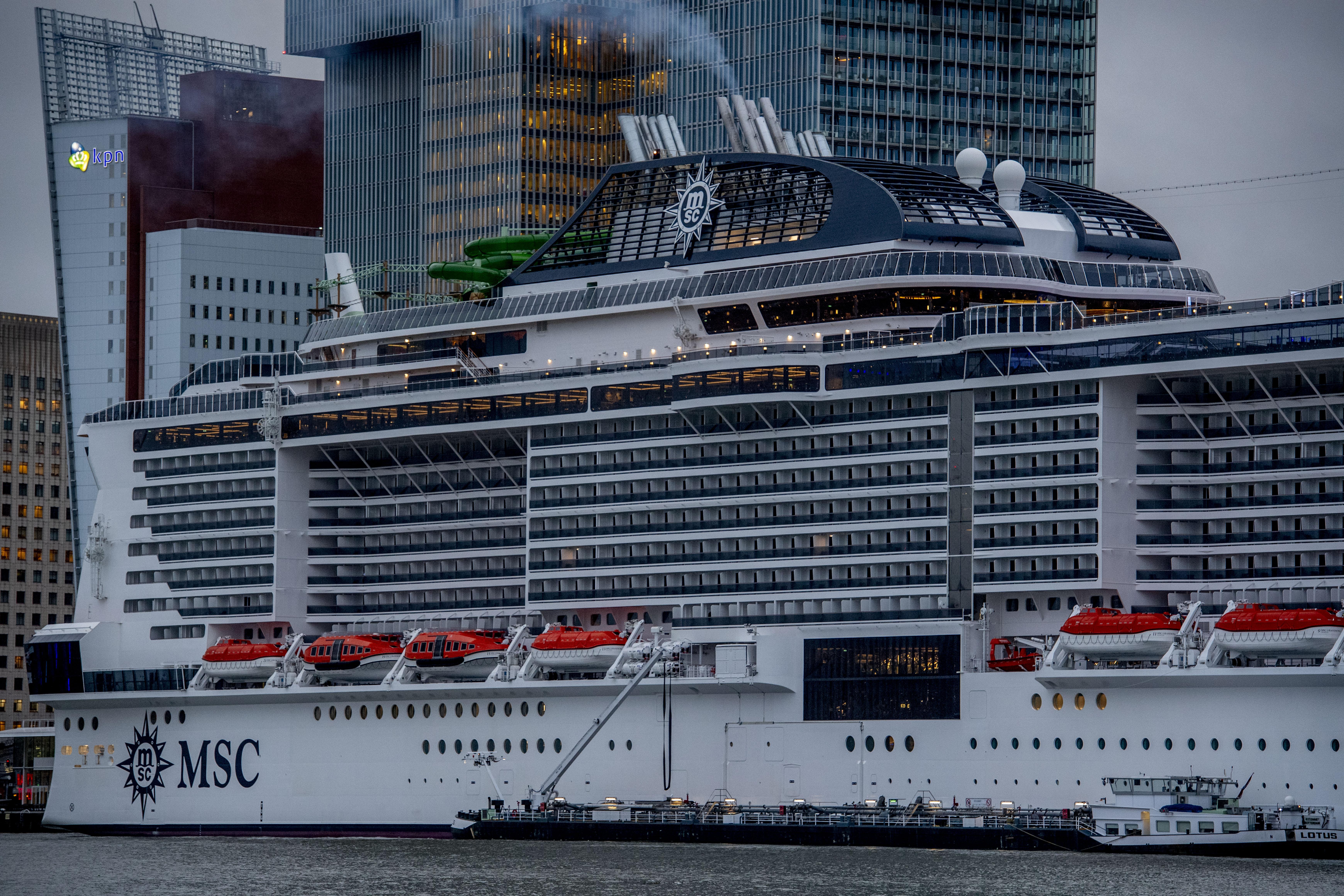 Schuttevaer – MSC Grandiosa naar Hamburg voor de doop