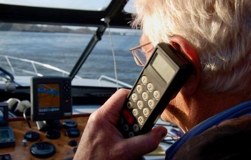 Voor marifooncontrole is het niet nodig dat een controleur aan boord komt en 250 euro is volgens het College van Beroep is 250 euro boete voor een nagelaten ATIS-signaal niet onredelijk. (Foto Varen doe je samen)