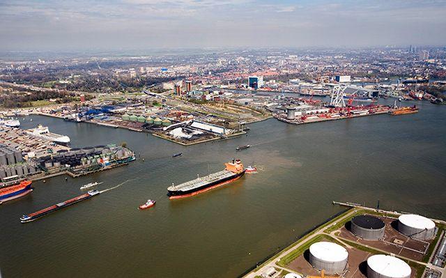 Haven Rotterdam draait door ondanks virusmaatregelen. Foto Havenbedrijf Rotterdam