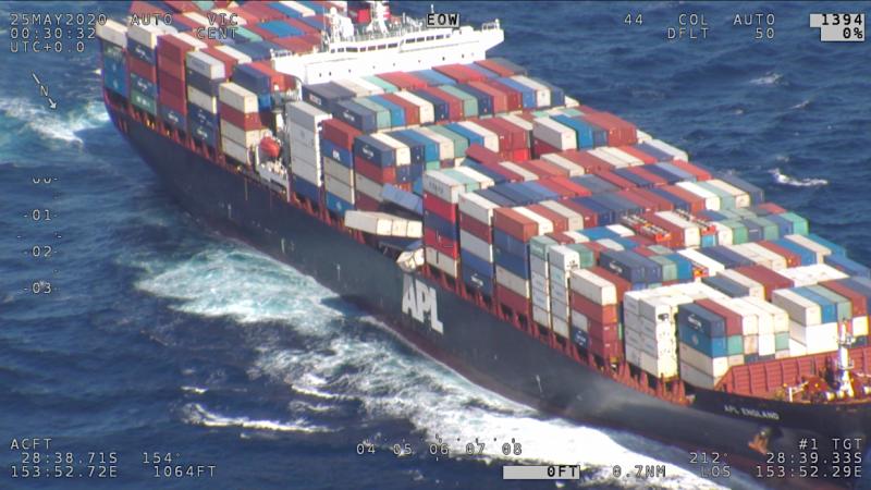 Containerschip 'APL England' heeft bij zwaar weer voor de kust van de Australische deelstraat New South Wales zondag veertig containers verloren.