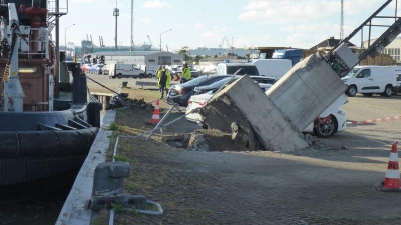 Ook de kade raakte beschadigd. (Foto politie Bremerhaven)