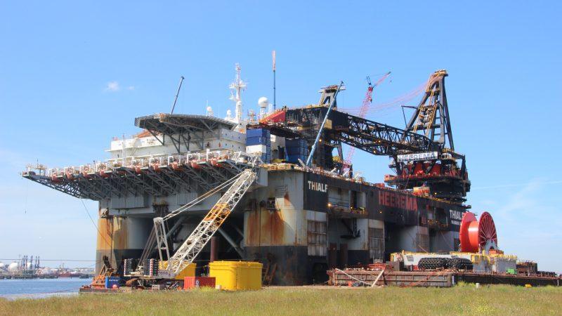 De Thialf is naar Canada vertrokken om zeven offshoreplatformen op te ruimen. (Foto: PAS Publicaties)
