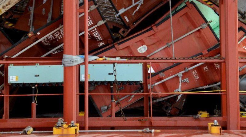 Vermorzelde containers op de MSC Zoë (foto DSB)