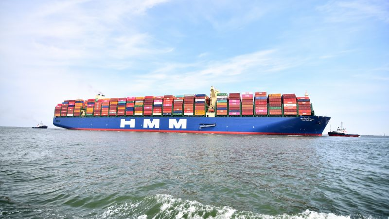 HMM Algeciras komt aan in de haven van Rotterdam (foto Danny Cornelissen)