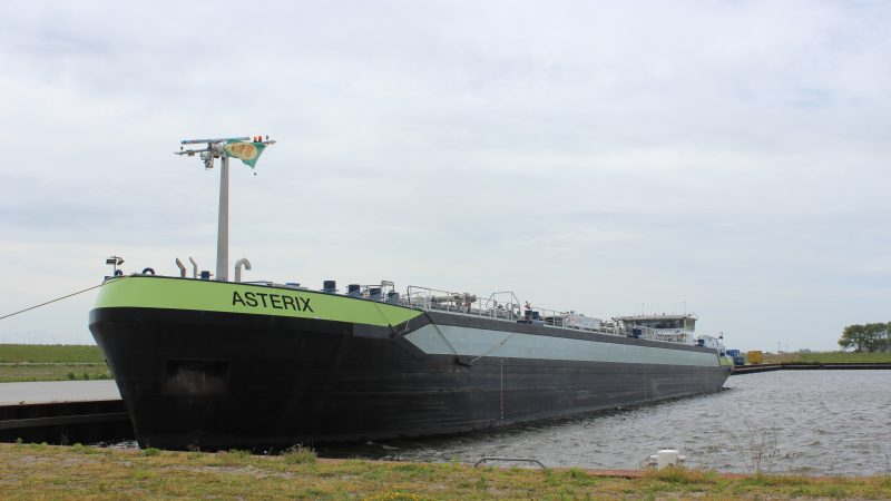 De condensaattanker Asterix in de Kooyhaven (foto: PAS Publicaties).