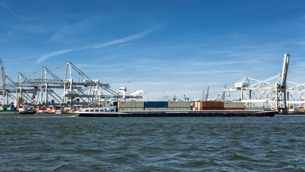 Uitzicht op de Barge Transferium van ECT (foto ECT)