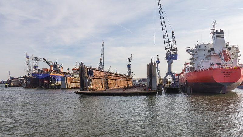 Droogdok van Damen Shipyards Rotterdam, Eemhaven. (Foto Raimond Spekking / Wikimedia Commons)