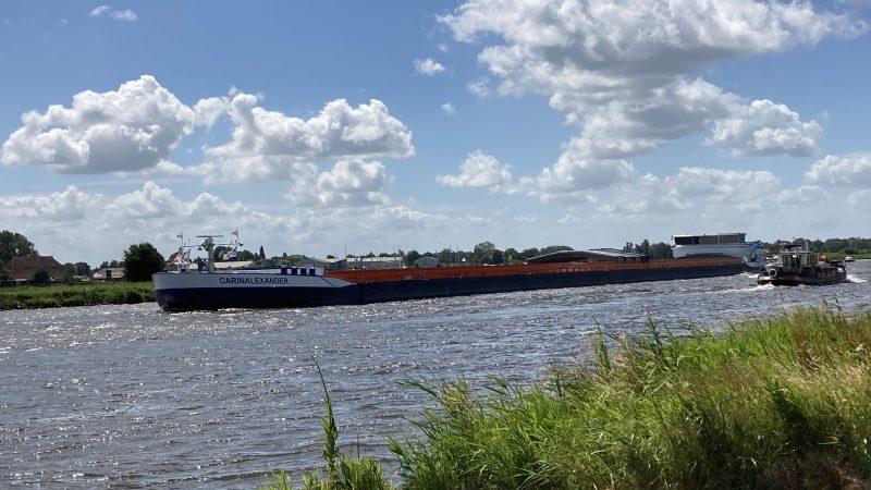 Het grootste binnenvaartschip (foto Erik Kofman)