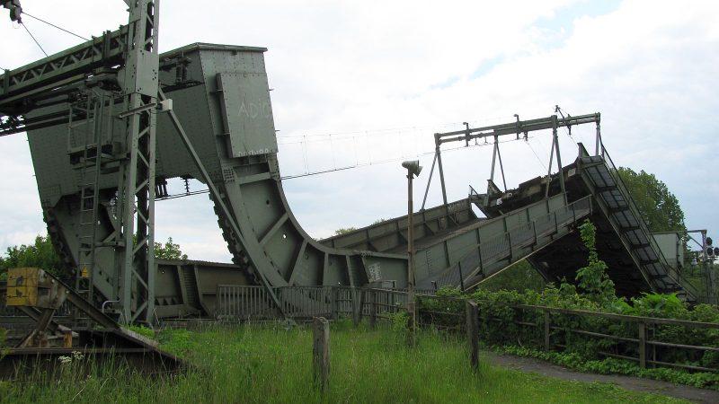 De spoorbrug (foto: Wikipedia)