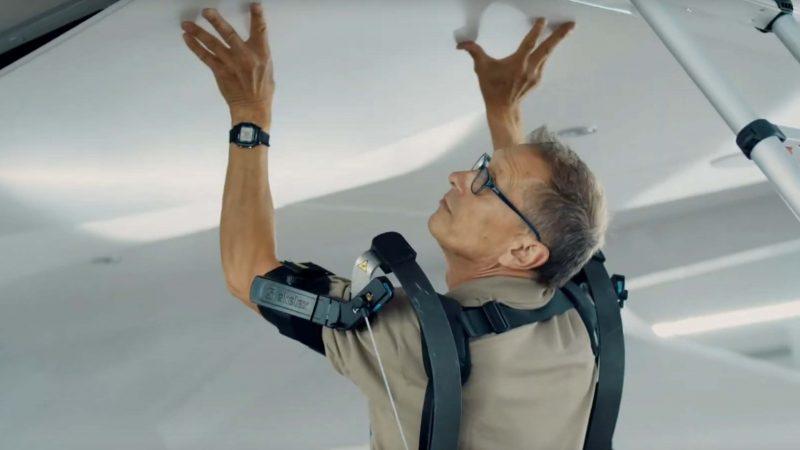 Heesen test het exoskelet onder meer op de interieurafdeling, bijvoorbeeld bij het monteren van plafonds. (Foto Heesen Yachts)