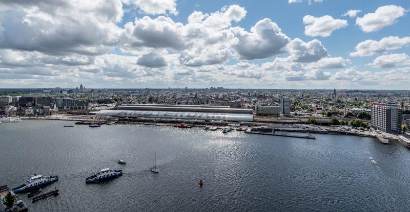 De gemeente denkt al jaren na over de verbeteringen van de oeververbindingen over het IJ (foto Gemeente Amsterdam).