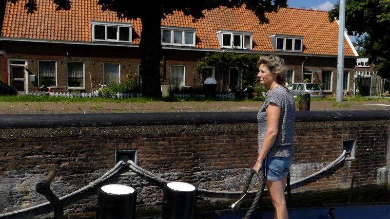 Itte Tjebbes op de Door Vriendschap in de Willemsluis. (Beeld uit video)