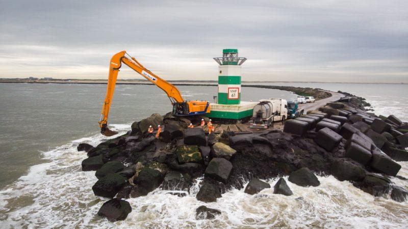 Het zuidelijke havenhoofd bij IJmuiden. (Foto Rijkswaterstaat)