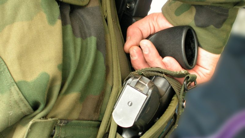 Gewapende bewaker, voorbeeldfoto (foto: freeimages.com)