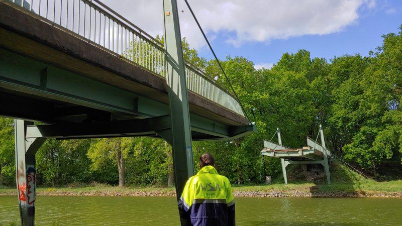 De aangevaren brug over het Dortmund-Eemskanaal bij Emsburen. (Archieffoto Schuttevaer/Tim Henrichs)