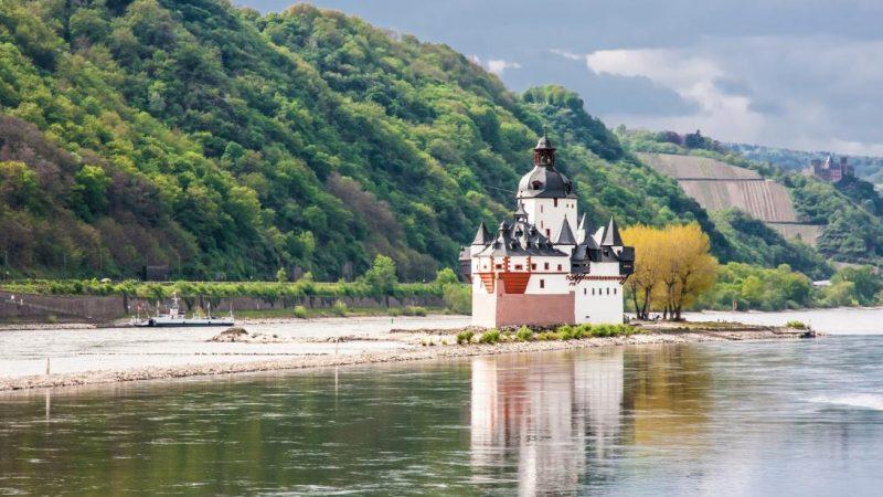 De Midden-Rijn moet verdiept worden, maar dat is een complex proces. (Foto Werelderfgoedfoto's)