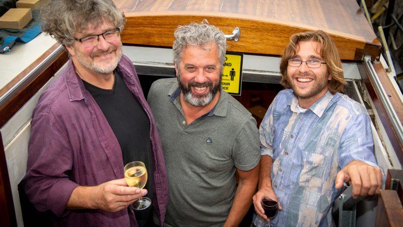 Het bestuur van het broodfonds, van links naar rechts voorzitter Ivo Mentink, penningmeester Stef Peters en secretaris Johan Alkeman. (Foto: Bart Oosterveld)