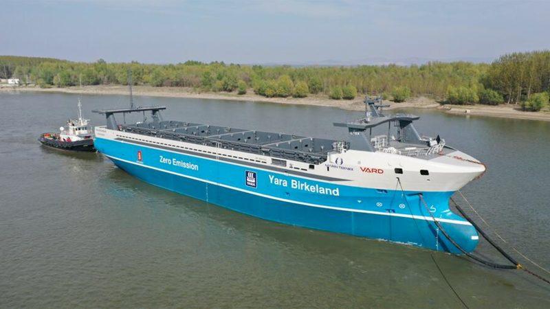 De Yara Birkeland werd in mei van de werf in Roemenië naar Noorwegen gebracht. Vanwege de Covid-19 pandemie besloot kunstmestproducent Yara de verdere ontwikkeling van het autonoom varende schip voorlopig te pauzeren. (Foto Yara)