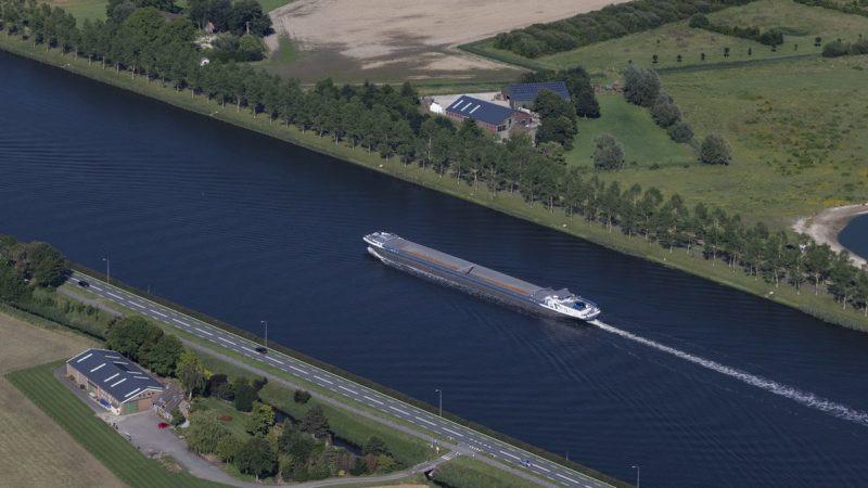 In North Sea Port blijft het vervoer van goederen naar het achterland via de binnenvaart verder toenemen. (Foto North Sea Port)