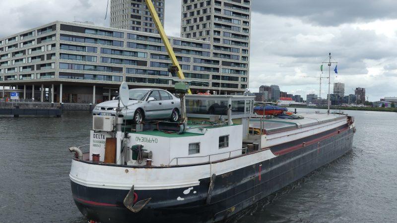 De Delta met de nieuwe stuurhut. 'Nieuwbouw heeft de spitsenvaart om zeep geholpen.' (Foto Heere Heeresma jr.)