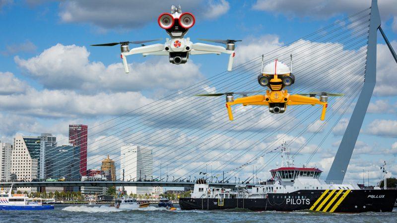 De 'pratende' drone-robots Amy en Djimmy. (Foto Wereldhavendagen)