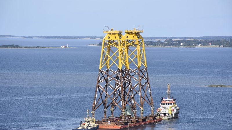 Ook de windindustrie in Britse wateren zal voortaan minimaal het Britse minimumloon moeten uitbetalen aan zijn bemanningsleden, ook al komen die uit lage-lonenlanden. (Foto  www.bladt.dk)
