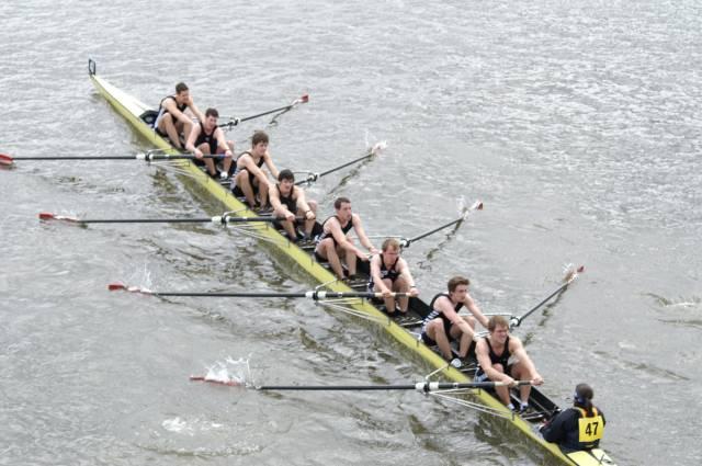 Ter illustratie: roeiers op de Rijn. (Foto Wikipedia)