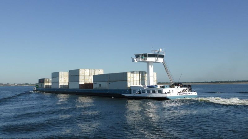 De Friendship 1 van Honkoop Shipping draait regelmatig bargediensten voor Kloosterboer. (Foto Kloosterboer)