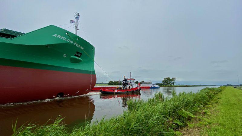 Arklow Shipping is een grote klant aan het Winschoterdiep. (Foto Loek Mulder)
