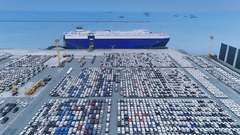 De zeevaart heeft wereldwijd 3,3 MWh energie nodig om een jaar lang te blijven varen. Overschakeling op een andere energiebron dan fossiele brandstoffen is dan ook een enorme verandering. (Archieffoto Schuttevaer)
