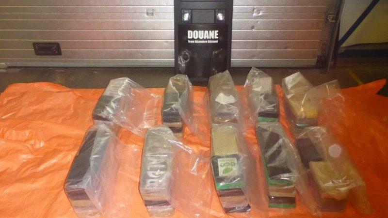 Opnieuw een lading cocaïne onderschept in de haven van Rotterdam. (Foto NT)