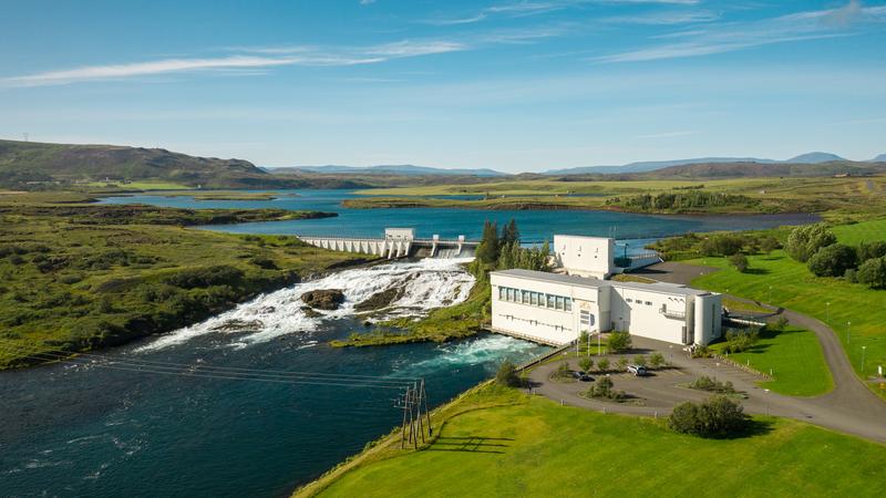 Het Havenbedrijf Rotterdam gaat samen met het nationale energiebedrijf van IJsland onderzoeken of groene waterstof kan worden geïmporteerd uit dat land. Het Havenbedrijf pleit al een tijd voor investeringen in waterstof zodat Rotterdam kan uitgroeien tot een internationaal knooppunt voor de energiebron. Waterstof moet volgens een voorstel van de Europese Commissie de pijler van de energievoorziening worden in de Europese Unie. Groene waterstof wordt met behulp van hernieuwbare energie geproduceerd.