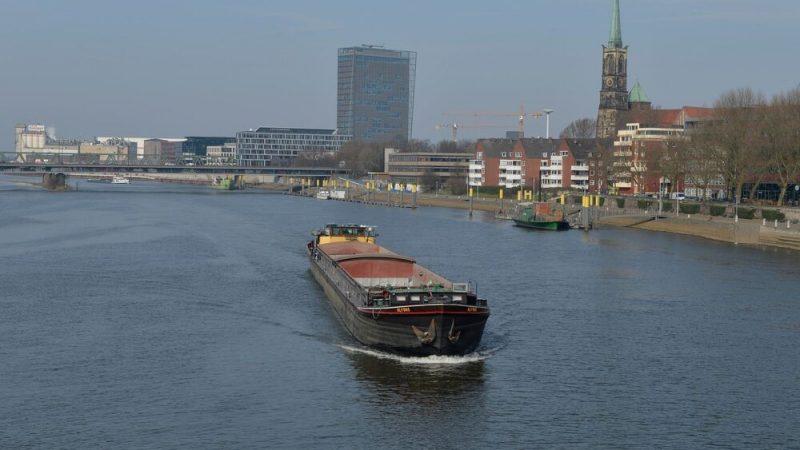 Binnenschippers die regelmatig de haven van Bremen aandoen, krijgen vanaf 1 januari 2021 korting op het havengeld.