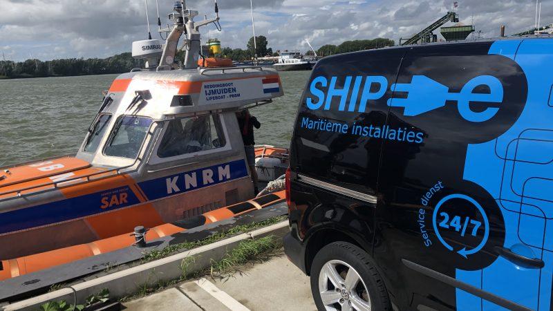 Ship-e Maritieme Installaties heeft de KNRM als klant. 'De uitrusting van een reddingboot moet aan de allerhoogste eisen voldoen. De schepen van de KNRM varen uit als anderen de haven opzoeken.' (Foto Ship-e Maritieme Installaties)