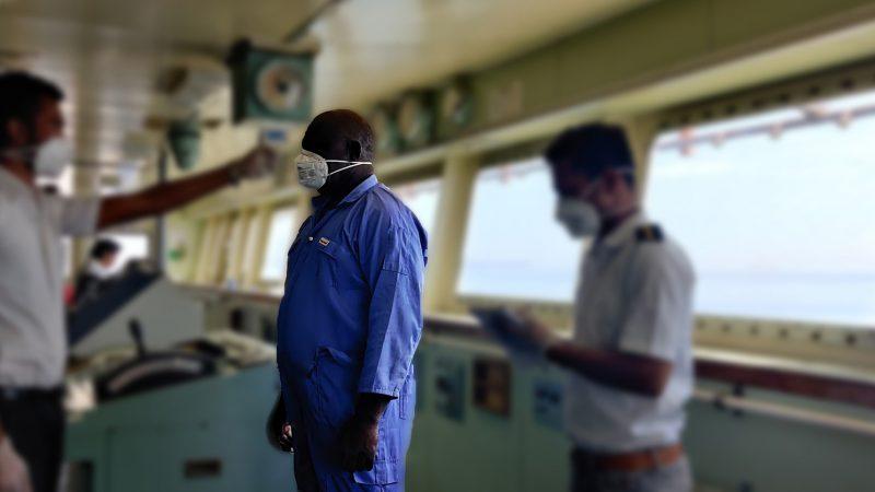 Ook aan boord worden maatregelen genomen om besmettingen te voorkomen. (Foto IMO)