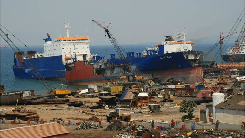 Scheepssloperij in Aliaga (Foto Ship Recyclers' Association of Turkey)