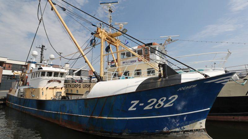 De Z-282 lag al een tijdje opgelegd, eerst in Urk en later in Lelystad. (Foto Bram Pronk)