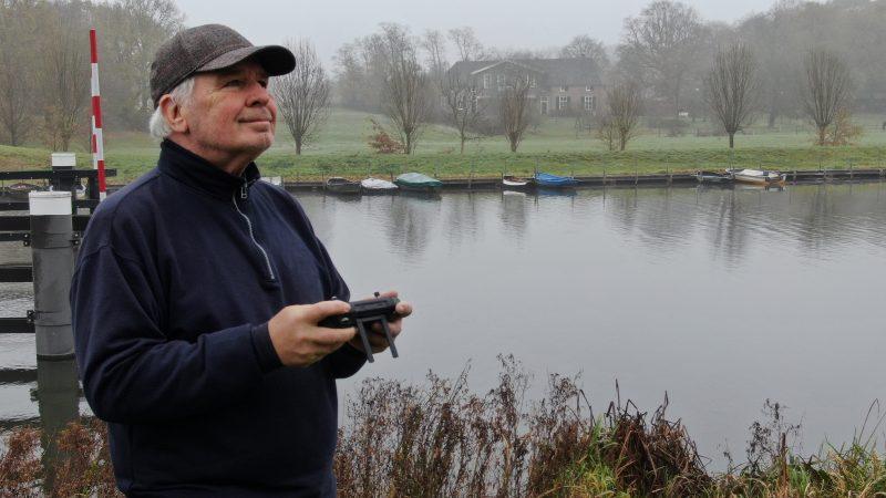 Eddy Masselink met zijn drone. (Foto Eddy Masselink)