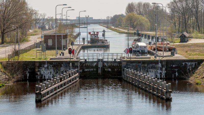 Tilburg moet bereikbaar worden voor 1500-tonners. Maar dit kunstwerk op de route is voorlopig alleen geschikt voor een Doerakje, of ten hoogste een Kempenaar. (Foto Rijkswaterstaat)