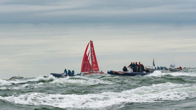 Het ongeluk met een stalen motorboot en een snelle rubberboot (een RIB) gebeurde tijdens de festiviteiten van de Volvo Ocean Race. (Foto Den Haag FM)