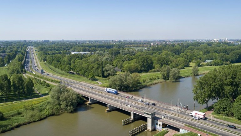 De renovatie van de Wantijbrug in Dordrecht is na elf maanden afgerond. (Foto Rijkswaterstaat)