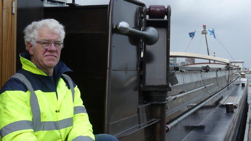 Schipper René Vidard van de spits Forez is er nog steeds niet van overtuigd dat het Seine-Nordkanaal inderdaad wordt aangelegd. (Foto Heere Heeresma)