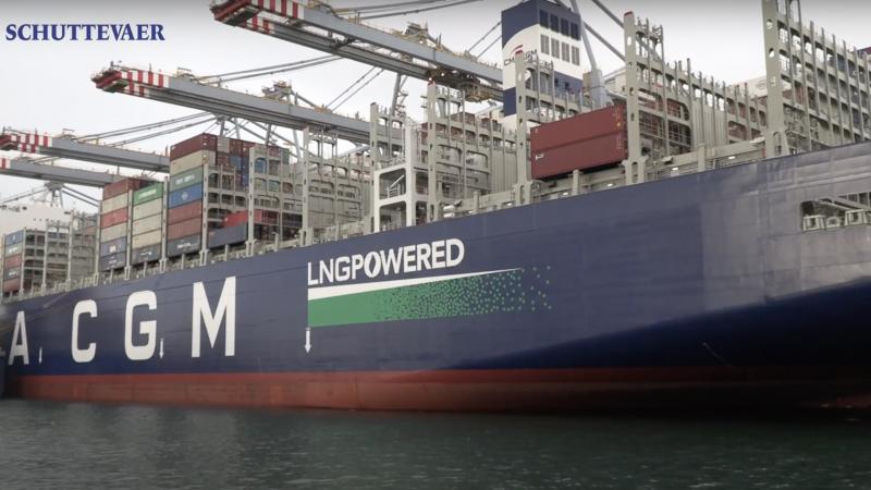 LNG wint aan populariteit als brandstof voor de scheepvaart. Dat zei het Havenbedrijf Rotterdam deze week toen het grootste LNG-aangedreven containerschip Jaques Saade van CMA CGM in Rotterdam kwam bunkeren. (Foto Schuttevaer)